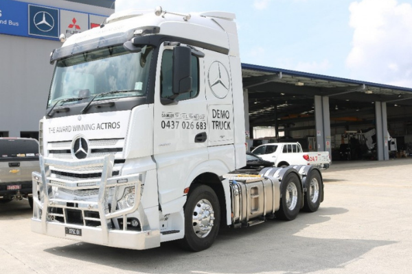 truk Mercedes-Benz Actros