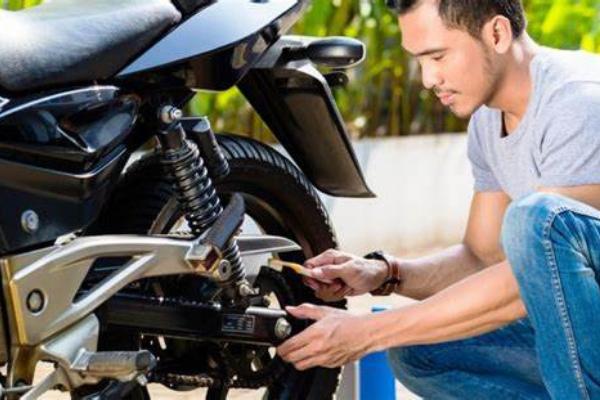 Tips-Mengkilapkan-Mesin-Motor